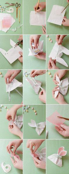 Olha o tutorial meninas!             Passo 1: Use o Molde do saco Coelho . (Está em PDF) sobre a parte superior de seu saco de papel.  ...