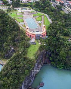 Parabéns Curitiba por mais um ano de vida! Vc mora em meu coração, tal qual pessoa que ali vive! City Landscape, Public Service, Best Cities, America, River, Adventure, Mansions, World, Places