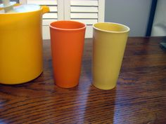 Vintage Tupperware, Tupperware cups,Vintage kitchen, Retro cups, Farmhouse Kitchen at Designs by Willowcreek on Etsy Tupperware Cups, Vintage Tupperware, Kitchen Retro, Vintage Kitchen, Summer Picnic, Farmhouse, Etsy Shop, Tableware, Glass