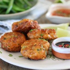These healthy fish cakes are highly addictive. Thai Fish Recipe, Fish Cakes Recipe, Fish Recipes, Seafood Recipes, Asian Recipes, Gourmet Recipes, Healthy Recipes, Ethnic Recipes, Savoury Recipes