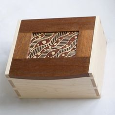 277 вподобань, 40 коментарів – Sue Rhodes (@rhodes_woodwork) в Instagram: «My finished first box. The whole thing! Maple base with Sapele and batik lid.»