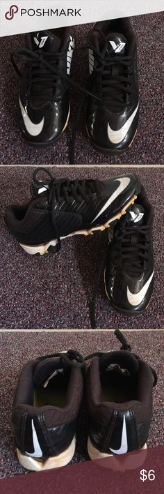 Boys Football Shoes Boys size 3. Used with SOO much more life left!! Check out more items in my closet to bundle and save!! Nike Shoes Sneakers