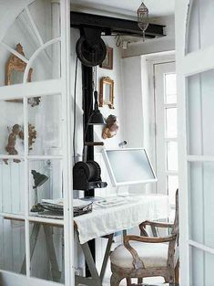 Caroline Clifton-Mogg shows how to create a sanctuary for work in even the smallest of nooks.
