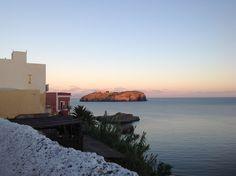 Un tramonto settembrino prima di cena. #Ventotene #isola #panorama #tramonto