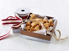 Lag hjemmelaget fudge. Seig, smakfull og perfekt som julegave eller vertinnegave.