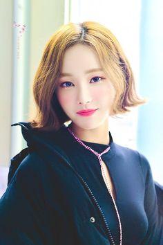 #yeonwoo #momoland #kpop #korean #beauty #shorthair Beautiful Japanese Girl, Beautiful Asian Girls, Beautiful Women, Korean Beauty, Asian Beauty, Asian Short Hair, Daisy, Pretty Asian, Korean Girl Groups