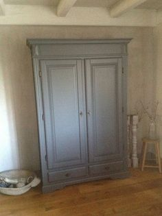 I need one of these for the bedroom. Vintage Furniture, Cool Furniture, Painted Furniture, Decoration, Art Decor, Home Decor, Decor Ideas, Small House Garden, Armoire