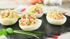 Deviled eggs stuffed with crab No Cook Appetizers, Appetizer Salads, Omelettes, Tortillas, Crab Eggs, Cooking Cream, Breakfast Desayunos, Fodmap Recipes, Healthy Eating Habits