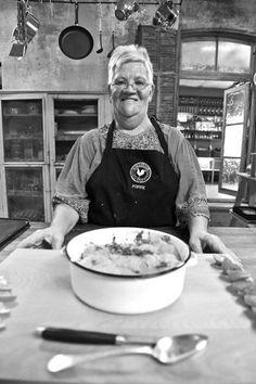 Ons geliefde Kokkedoor tannie Poppie Coetzer vier óók vandag Braaidag, maar braai gaan sy nie... Ons het vinnig met haar gesels. Trifle, Poppies, Cooking Recipes, South Africa, Chef Recipes, Poppy, Poppy Flowers, Recipies