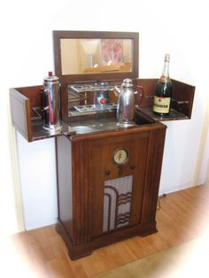 American Art Déco RadioBar - 1930 I like the idea of how this opens up. I think a mechanism like this may be good for hiding all the clutter that comes with jewelry making.