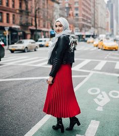 Summeralbarcha Street Hijab Fashion, Muslim Fashion, Modest Fashion, Hijabs, Pleaded Skirt, Casual Street Style, Edgy Style, Maxi Skirt Outfits, Leather Jacket Outfits