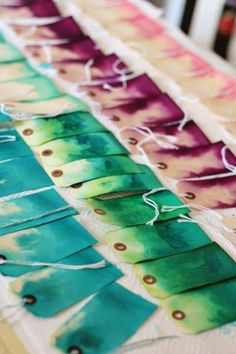 Give your tags an ombre effect by letting them soak in dye overnight. Its almost like crafting in your sleep. Get the tutorial at Aunt Peaches. Diy And Crafts, Arts And Crafts, Paper Crafts, Aunt Peaches, Tarjetas Diy, Shibori, Diy Gifts, Diy Gift Tags, Origami