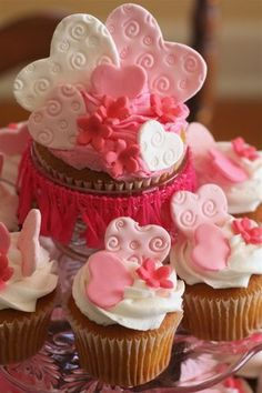 Valentine's Cupcakes - might need to do this for Joanna's birthday, guess fondant is in my future