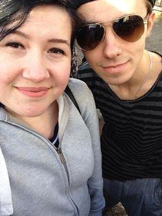 Nathan com fã (@Hannanar) em Birmingham, na Inglaterra. #CoberturaTWBR
