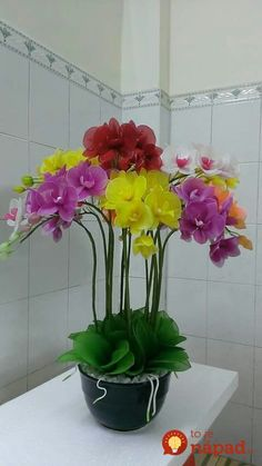 Tieto ženy nikdy nevyhadzujú staré silonky: Keď uvidíte, na čo ich používajú, nevyhodíte už ani jediný kus! Nylon Flowers, Exotic Flowers, Faux Flowers, Diy Flowers, Fabric Flowers, Flower Pots, Paper Flowers, Orchid Flower Arrangements, Orchid Centerpieces