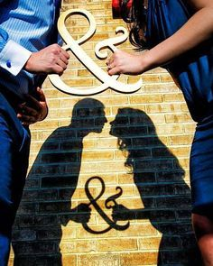 Para deixar seu álbum de casamento diferentão aposte em fotos com silhueta e reflexo. A imagem na parede fica romântica e bem original. Capricha no seu álbum viu? Ele é o registro eterno do seu amor!