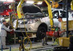 """Primă de Paște substanțială pentru angajații de la Automobile Dacia. Prima va fi 1.023 de lei brut pentru fiecare angajat. Suma va fi plătită de administrație în două rate: 957 de lei brut pe 3 mai și 66 de lei brut pe 10 iunie. Este cea mai mare primă de Paște de care beneficiază angajații de la """"Dacia"""" Romania, Vehicles, Car, Cousins, Automobile, Cars, Vehicle, Tools"""