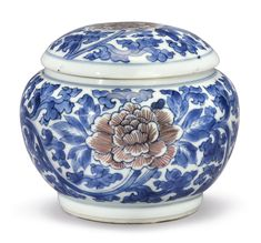 "An underglaze blue and copper-red ""Peony"" Weiqi box and cover. Qing Dynasty, Kangxi Period 
