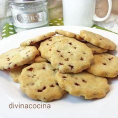 Estas galletas de mantequilla y frutas quedan perfectas, crujientes y con mucho sabor. Puedes usar las frutas secas que más te gusten, siempre muy picaditas.