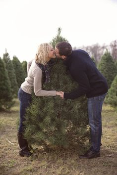 Photography: Studio ThisIs - Wedding Planning: Clementine Custom Events - Read More: xmasphotos Holiday Pictures, Winter Photos, Christmas Photos, Family Pictures, Christmas Couple, Christmas Tree Farm, Merry Christmas, Christmas Engagement, Farm Photo