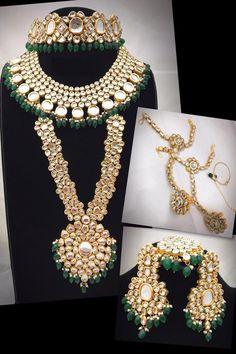 Kundan Jewellery Set, Fancy Jewellery, Wedding Jewellery Gifts, Wedding Jewelry Sets, Gold Jewelry, Kundan Set, Wedding Set, Jewellery Designs, Wedding Accessories