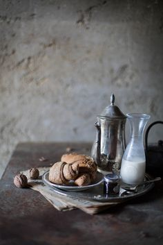Vegan Breakfast Recipes: a tea, almond milk, and spiced nuts | Hortus Natural Cooking