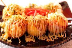 Bánh bạch tuộc nướng takoyaki là một món ăn vặt đặc biệt xuất xứ từ Nhật Bản, trong các lễ hội hay các khu vui chơi. Đối với người dân Nhật Bản, bánh bạch tuộc nướng takoyaki là một món ăn vặt được ưa chuộng tương tự như phở Thìn ở Việt Nam vậy.