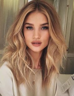 Rosie Huntington-Whiteley always has wonderful hair