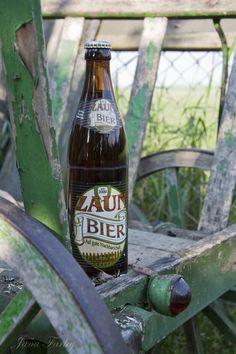 ZAUN-BIER DANN KLAPPT'S AUCH MIT DEM NACHBARN - Manchmal beruft sich Bier nicht auf eine lange Tradition, sondern einfach auf eine Inspiration. Und so kam ein gemütlicher Chemnitzer auf die Idee, ein Bier zu brauen, was Nachbarschaftsstreits und Krieg am Gartenzaun ein für alle mal aus der Welt schaffen würde. In der Einsiedler-Brauerei wurde das Bier produziert und abgefüllt und .... weiterlesen auf www.wesensbitter.de/zaun-bier-dann-klappts-auch-mit-dem-nachbarn - Foto vom Beer Jana Farley