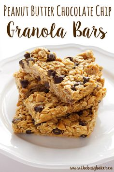 These Peanut Butter Chocolate Chip Granola Bars are the perfect healthy snack! www.thebusybaker.ca