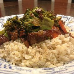 Recipe: Crock Pot Beef and Broccoli - My entire family actually ate this and even Hubby who has an allergy to garlic like it (I did reduce the amount of garlic)