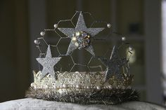 crown with chicken wire