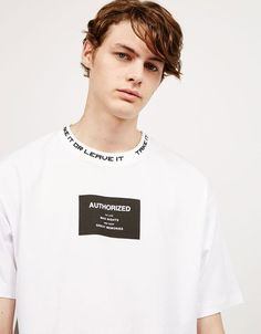T-shirt texto frente e gola - T-Shirts - Bershka Portugal Shirt Print Design, Tee Design, Shirt Designs, Boys T Shirts, Tee Shirts, Tees, Moda Blog, Grafik Design, Apparel Design