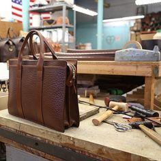 手工皮具设计师 Frank clegg 工作环境 | showbagnow