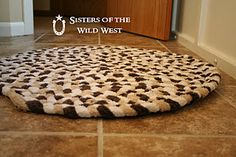 upcycled towel rug - that's what I can do with all those towels that have seen better days!