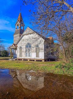 Memories of old churches make our souls sing. This one is in Bartlett, Texas. Photo by Michael W. Abandoned Churches, Old Churches, Abandoned Places, Abandoned Mansions, Old Country Churches, City Farmhouse, Take Me To Church, Church Architecture, Historic Architecture