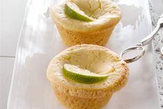 Sitruunaiset annos-cheesecaket ✦ Raikkaan rahkaiset cheesecaket sopivat keväiseen kahvipöytään. http://www.valio.fi/reseptit/sitruunaiset-annos-cheesecaket/
