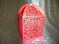 Caja de papel, calada con laser, para invitaciones o recordatorios de bodas, primeras comuniones, bautizos y eventos similares