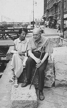 Trieste : Umberto Saba aux côtés de Lina (Carolina Wolfler), son épouse