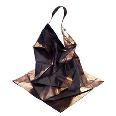 19-11-11  Japanese fashion designer Issey Miyake has designed a range of clothing that expand from two-dimensional geometric shapes into structured shirts, skirts, pants and dresses.