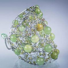 Paucinasta narukvica od nerdjajuce celicne zice sa ahatom i kristalima. #jewelry #bracelet #fashion #nakit  #glam  #narukvica  #handmade  #unikat  #unique  #beograd #belgrade #serbia #srbija  #ahat