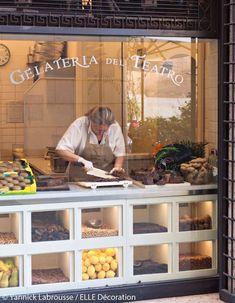 Le glacier artisanal Gelateria del teatro - N Elle Décoration Bakery Shop Design, Coffee Shop Design, Cafe Design, Restaurant Design, Store Design, Design Design, Bakery Store, Bakery Cafe, Bakery Interior