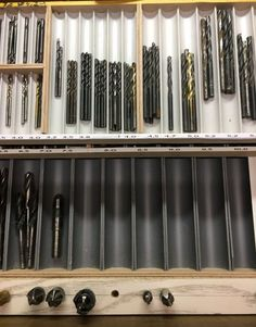 Garage Workshop Organization, Garage Tool Storage, Workshop Storage, Garage Tools, Woodworking Shop Layout, Woodworking Workshop, Tool Drawer Organizer, Ivar Regal, Fabrication Tools