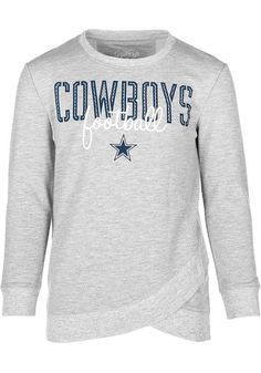 Make a sporty statement with this Dallas Cowboys Dallas Cowboys Apparel Girls Grey Helen Crew Sweatshirt! Rally House has a great selection of new and exclusive Dallas Cowboys t-shirts, hats, gifts and apparel, in-store and online. Cowboys Gifts, Cowboys Shirt, Cowboy Outfits, Fall Outfits, Cowboy Store, Dallas Cowboys Hats, Cowboy Gear, Crew Sweatshirts, Graphic Sweatshirt