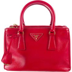 Pre-owned Prada Small Saffiano Vernice Double Zip Tote ($1,495) ❤ liked on Polyvore featuring bags, handbags, tote bags, red, prada tote, prada handbags, leather zip tote, leather man bags and leather tote handbags
