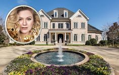 Country music collaborator Kelly Clarkson's Tennessee mansion is absolutely dazzling! Top Country Songs, Country Music News, Country Music Artists, Country Singers, Kelly Clarkson, Celebrity Houses, Tennessee, Famous People, Homes