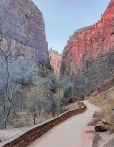 Riverside Walk - an easy hike in Zion National Park