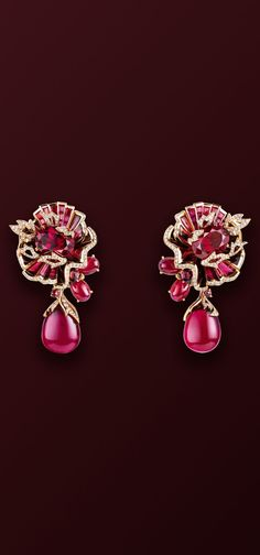 CHAUMET est une Fête  collection - Aria Passionata Earrings - Passion as adornment , this could be the motto of Aria Passionata ensemble which pays tribute to the fire of  Scala de Milan, expressing the emotions and ardour of the greatest opera arias.  •Garnets, Rubies and Tourmalines sparkle with scarlet hues to illuminate the beauty of women.