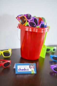 Creative Pool Party Ideas That Will Make A Splash - Pretty My Party Sunglasses Party Favors for Pool Party Pool Party Favors, Pool Party Games, Pool Party Kids, Swimming Party Ideas, Hawaiian Party Favors, Fiesta Party Favors, Party Drinks, Shower Favors, Shower Invitations