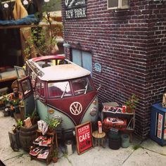 A diorama by Clutch magazine Vw Bus, Vw Camper, T1 Samba, Combi Vw, Model Trains, Ho Trains, Model Building, Miniture Things, Diecast Models